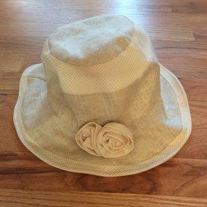 Linen hat with detachable flower